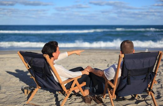 beach-chairs-couple-1040x680-520x340